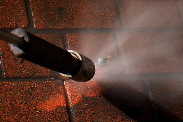pulizia idrodinamica di pavimentazioni